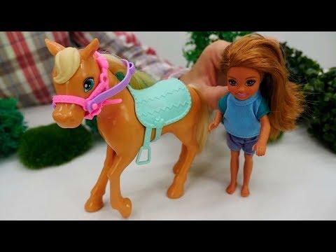 Куколка Челси и её лошадка на приёме у Доктора Плюшевой.