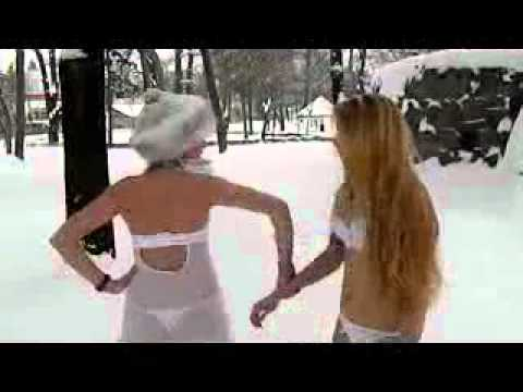 girls in snow Romania goale prin zapada