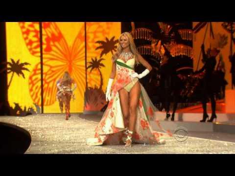 Heidi Klum - Victorias Secret Fashion Show video
