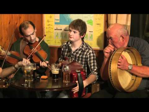 Traditional Irish Music from LiveTrad.com: Inishbofin Set Dancing & Trad Music Weekend Clip 1