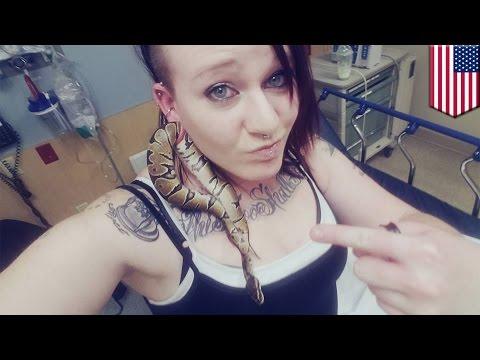 뱀 한마리, 한 여성의 피어싱 구멍으로 쏘옥