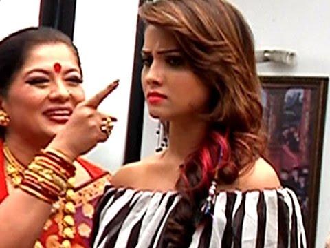 Yamini Orders Shesha & Avantika in 'Naagin 2'   #TellyTopUp thumbnail