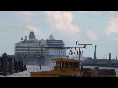 Hafenrundfahrt in Hamburg mit der Mein Schiff 5 - 1 Tage in Hamburg - Ausfahrt