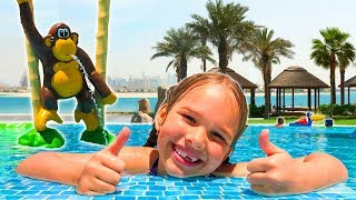 Amelia and Avelina magic mirror adventure to an outdoor playground and swimming pool!