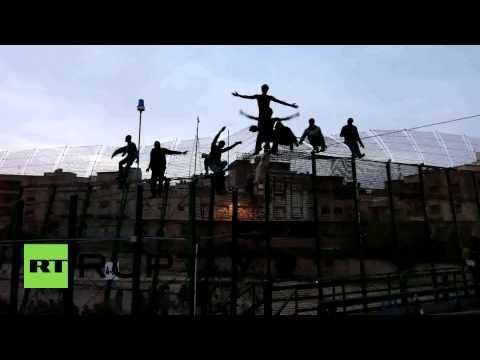 Spain: Hundreds of migrants storm Melilla border