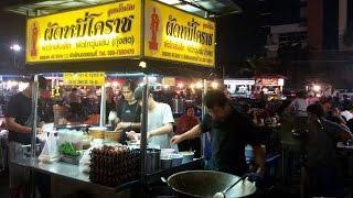 ผัดหมี่โคราช ตลาดโต้รุ่งหน้าศาล จังหวัดชลบุรี [ Korat's stir fried noodle ]