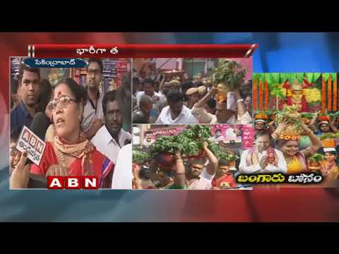 MP Kavitha offers gold bonam to goddess at Ujjaini Mahankali temple | Secunderabad