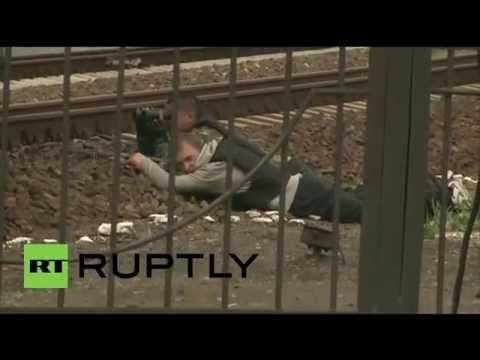 Ukraine: Stand off between Ukrainian troops and anti-Kiev forces in Slavyansk