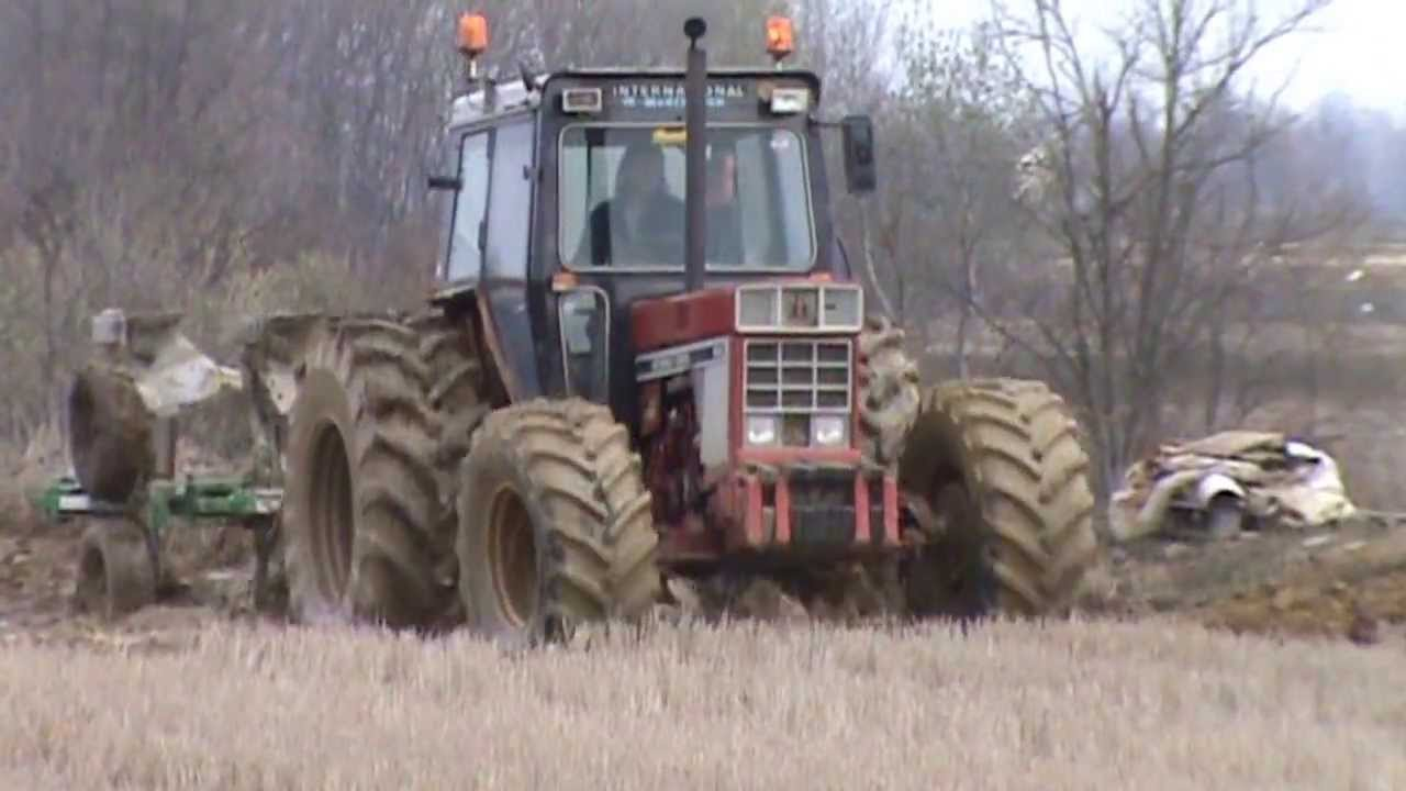Fast and Furious ploughing International 955 - YouTube