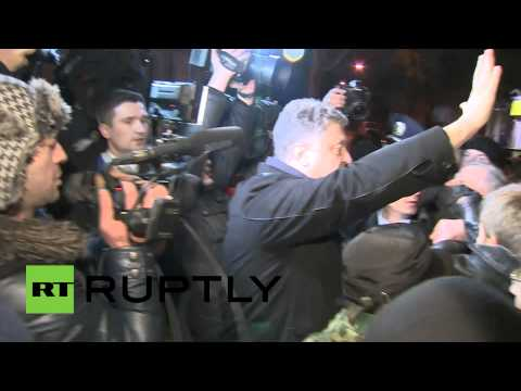 Video: MP from Kiev jeered and chased by Crimean protesters