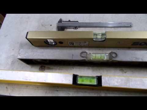 Видео как проверить точность строительного уровня