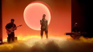 Download lagu Givēon Performs 'Heartbreak Anniversary'