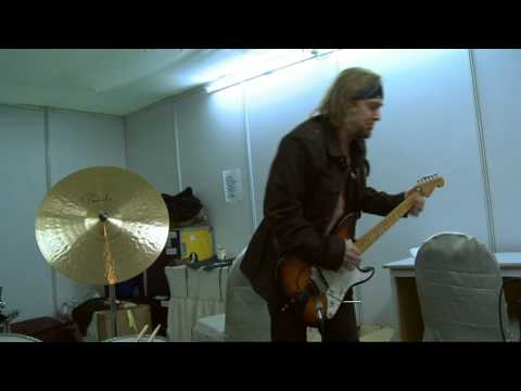 Adrian Smith plays some blues