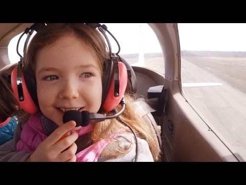 ‪Daughter Inspired by Magic of Aviation for 1st time with Female Pilot + Tropospheric Ducting‬