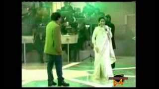 download lagu Piya Tu Ab To Aaja - Asha Bhosle Live gratis