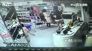 سرقت حرفه ای دختر بچه 10 ساله چینی از مغازه ها