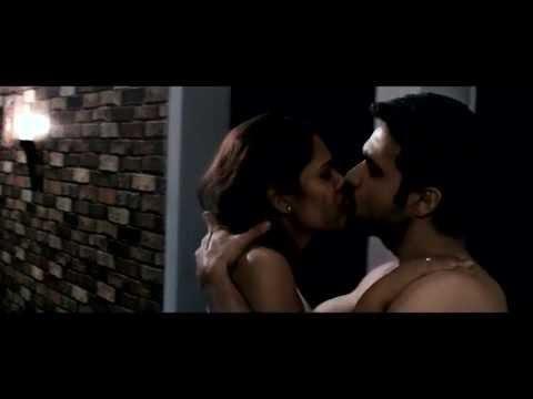 Esha Gupta Kissing Emraan Hashmi In Raaz 3 video