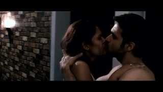 raaz3 - esha gupta kissing emraan hashmi in Raaz 3