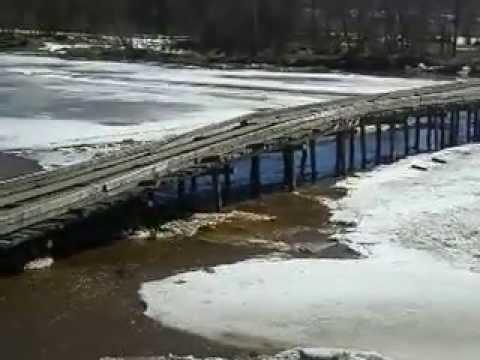 Ледоходом унесло мост