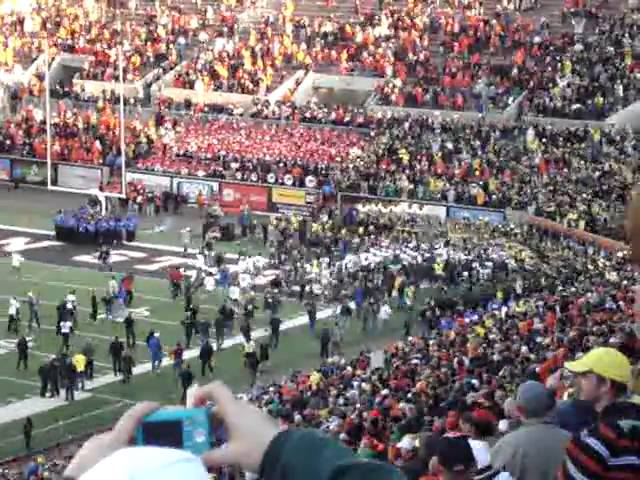 Kneel down to end the civil war with an Oregon Ducks victory 12-04-2010
