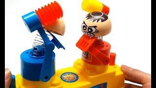 Búp bê đối kháng, bé chơi đồ chơi búp bê đối kháng hấp dẫn và thú vị