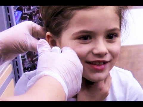 Another awesome family vlog! This week we... Emma gets a haircut. The kids goof around at Walmart with cheese hats. We go look at fish for our aquarium. We e...