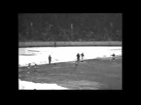 مسابقه فوتبال بین تیمهای پرسپولیس تهران و پورا تهران در سال ۱۳۷۰