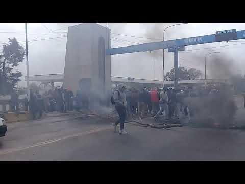 Corte en el puente Lucas Córdoba por parte de los obreros del Ingenio San Juan