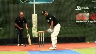 NZ baseball pitcher tries out cricket!