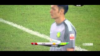 Crazy! Beijing Guoan keeper goes on insane dribble into opposition half & gets tackled 2014