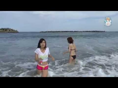 Японки Мики и Маю на море.
