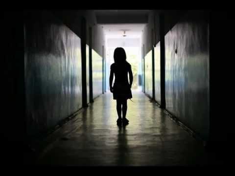 Creepypasta la ni a del pasillo loquendo youtube - Colocar cuadros en el pasillo ...