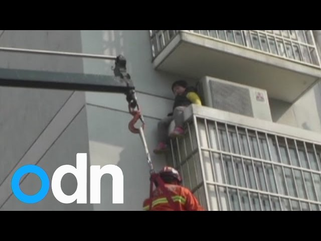 Dramatic rescue of six-year-old girl trapped on ledge in China