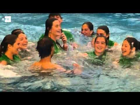 Rafa Nadal celebra su noveno Godó bañándose en la piscina del club