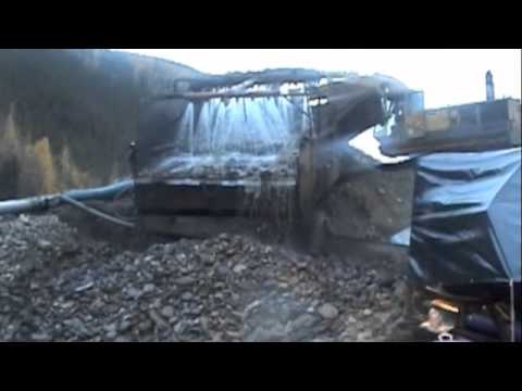 UnderFlow Sluice Box Gold Mining Equipment vs. Drop Riffel There's A