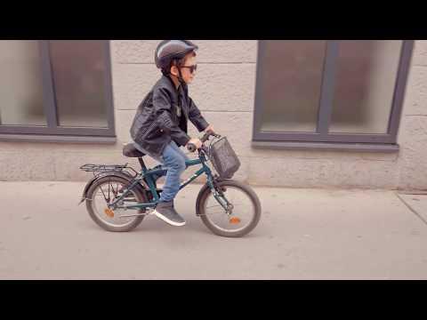 Major Eszter és barátai & Csipa - Bicikli (Official Music Video)