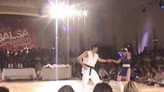 Thumb Chun-Li y Ryu bailando salsa