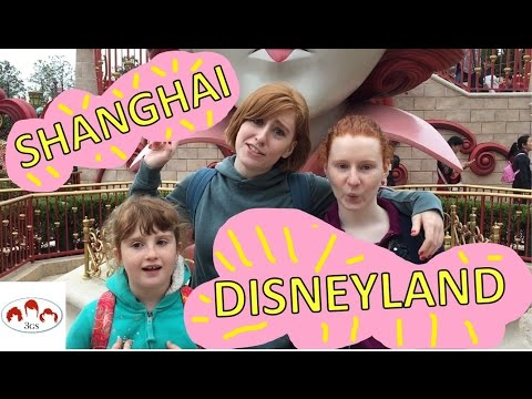 SHANGHAI DISNEYLAND: ALICE IN WONDERLAND MAZE & PIRATES OF THE CARIBBEAN // 3 Ginger Sisters