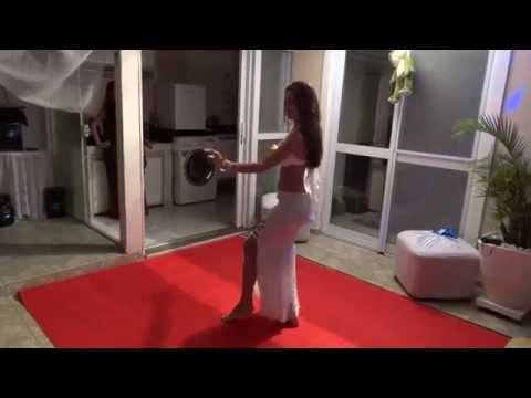 Noite Árabe - Thaís Costa dançando música clássica árabe