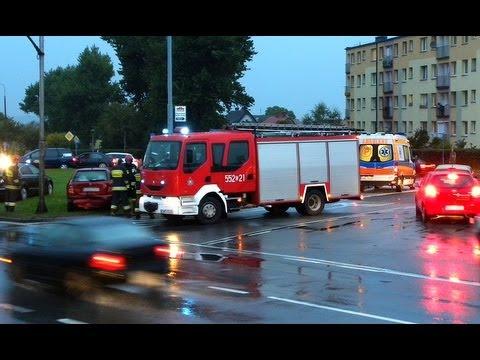 Straż pożarna alarmowo na sygnale do wypadku drogowego na krajowej szóstce w Rumi