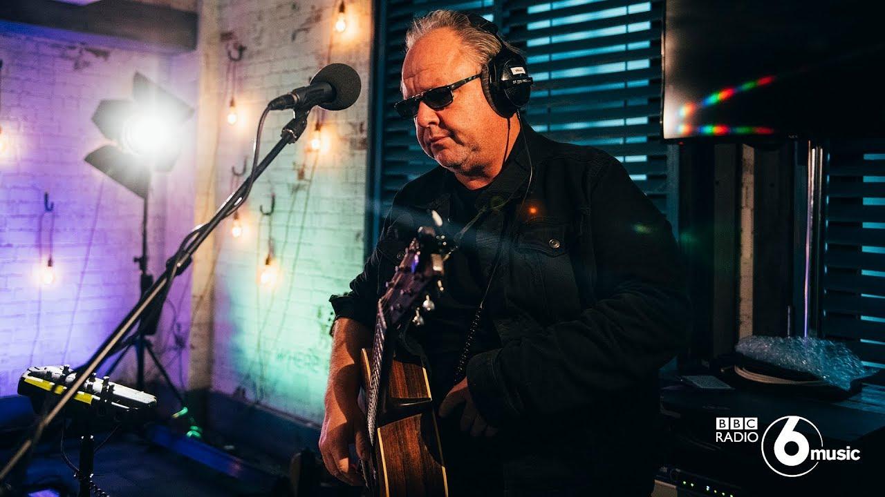 """Pixies - 「BBC Radio 6 Music Live Room」にて""""Here Comes Your Man""""など2曲を披露 スタジオライブ映像を公開 thm Music info Clip"""