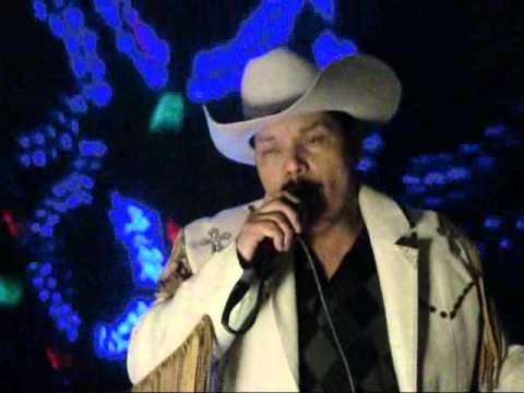 luz de luna jose antonio jimenez cantando para una fan gritona