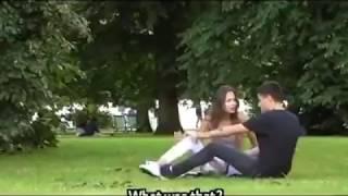 Mostrando el culo en la calle