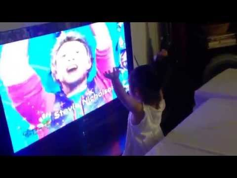 Jayla sings to (Hi-5) When you wish upon a star (7April2014)