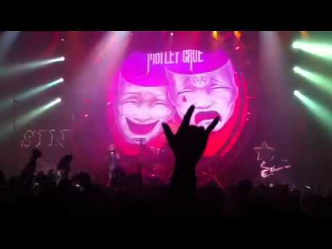 Motley Crue - Smokin in the boys room ( Zepp Osaka 2011)