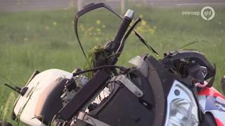 VIDEO: Motoragent in ziekenhuis nadat hij onderuit gaat op weg naar ongeval