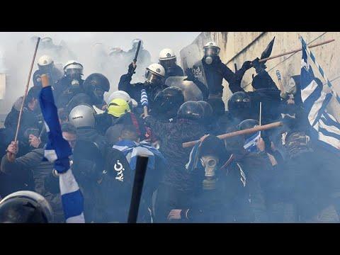 Массовый митинг в Афинах против соглашения с Македонией…