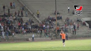 حسام حسن وجماهير الزمالك يتبادلون التحية في ملعب حلمي زامورا