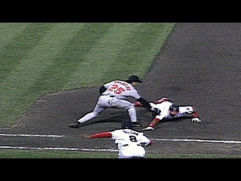 1997 ALCS Gm3: Jesse Orosco picks off Manny Ramirez