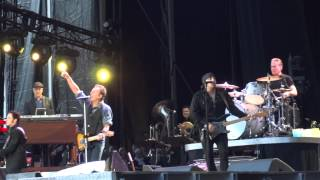 Watch Bruce Springsteen Take Em As They Come video